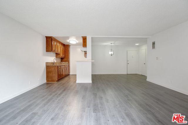 855 Victor Avenue #210, Inglewood, CA 90302 (MLS #19424802) :: The Jelmberg Team