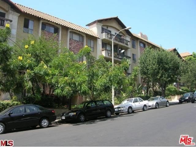 1735 N Fuller Avenue #427, Los Angeles (City), CA 90046 (MLS #19424888) :: The Sandi Phillips Team