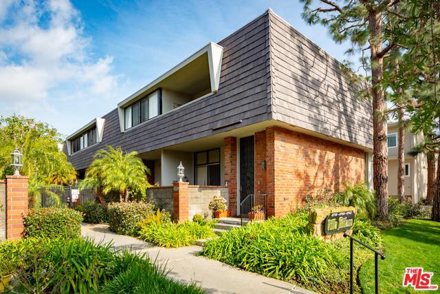 4742 La Villa Marina B, Marina Del Rey, CA 90292 (MLS #19425130) :: The Jelmberg Team