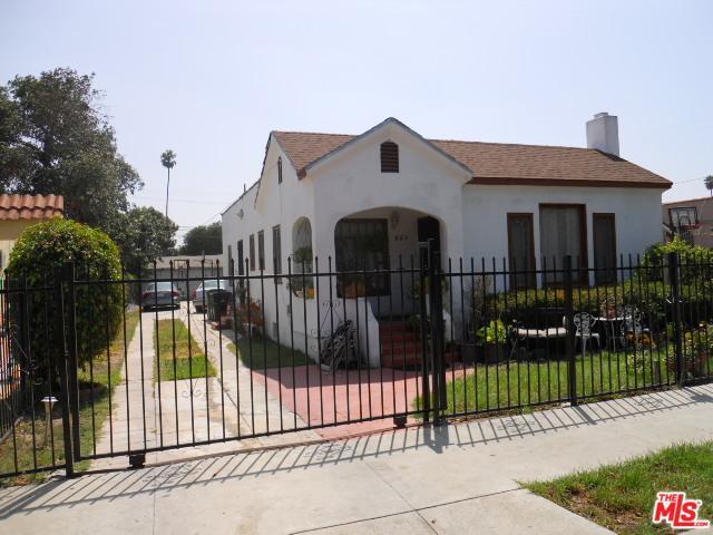 848 W 68th Street, Los Angeles (City), CA 90044 (MLS #19425290) :: The Sandi Phillips Team