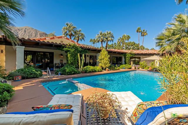 555 W Via Lola, Palm Springs, CA 92262 (MLS #19426840PS) :: Brad Schmett Real Estate Group