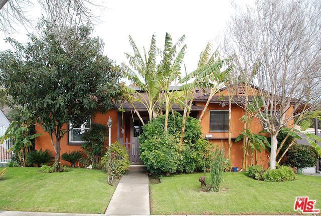 8134 Lesner Avenue, Lake Balboa, CA 91406 (MLS #19434166) :: The Jelmberg Team