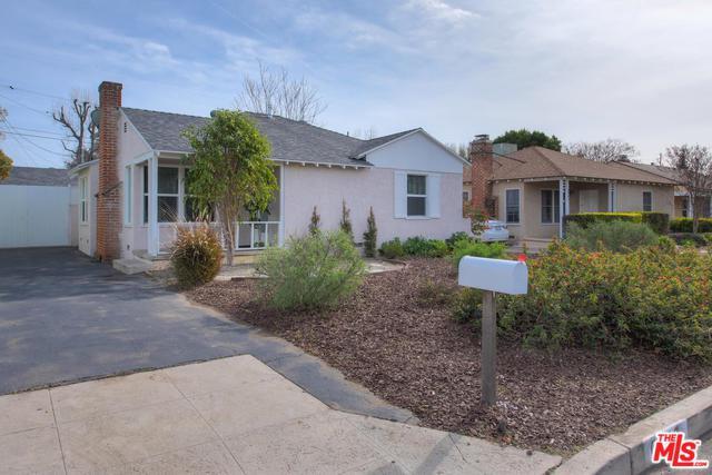 6448 Whitman Avenue, Lake Balboa, CA 91406 (MLS #19434602) :: The Jelmberg Team
