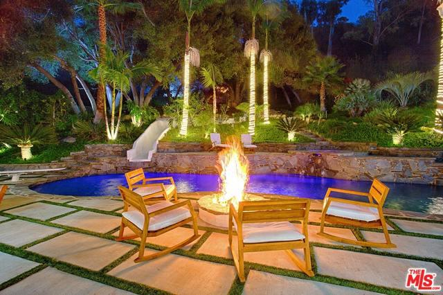 3410 Serra Road, Malibu, CA 90265 (MLS #19435778) :: The Jelmberg Team