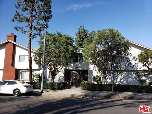 18611 Collins Street E22, Tarzana, CA 91356 (MLS #19441560) :: Hacienda Group Inc