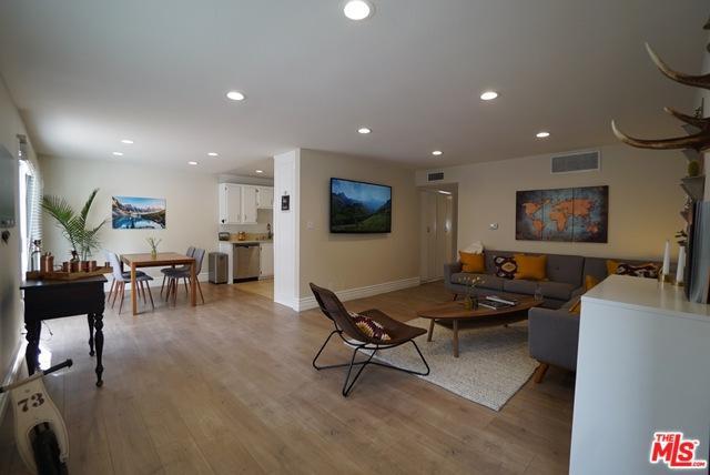 18555 Collins Street C5, Tarzana, CA 91356 (MLS #19441854) :: Deirdre Coit and Associates