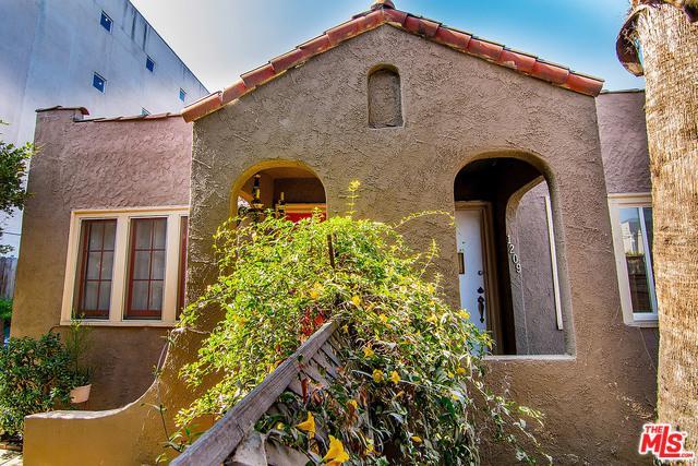 1207 N Citrus Avenue, Los Angeles (City), CA 90038 (MLS #19441870) :: Deirdre Coit and Associates