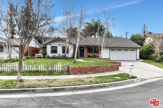 23652 Collins Street, Woodland Hills, CA 91367 (MLS #19443910) :: Deirdre Coit and Associates