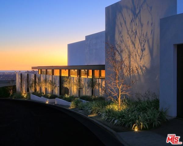 9127 Thrasher Avenue, Los Angeles (City), CA 90069 (MLS #19445218) :: Hacienda Group Inc