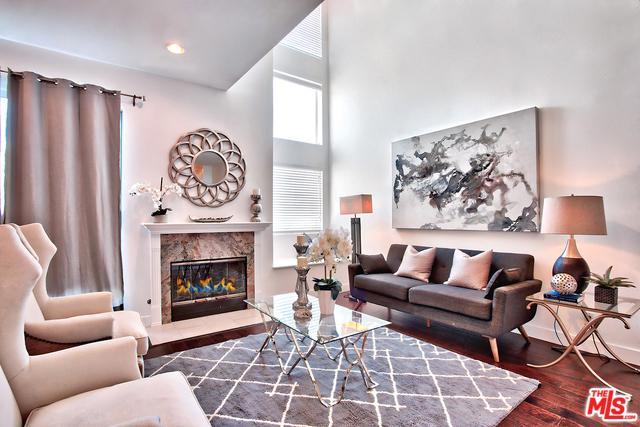 1617 S Beverly Glen #104, Los Angeles (City), CA 90024 (MLS #19446174) :: Bennion Deville Homes