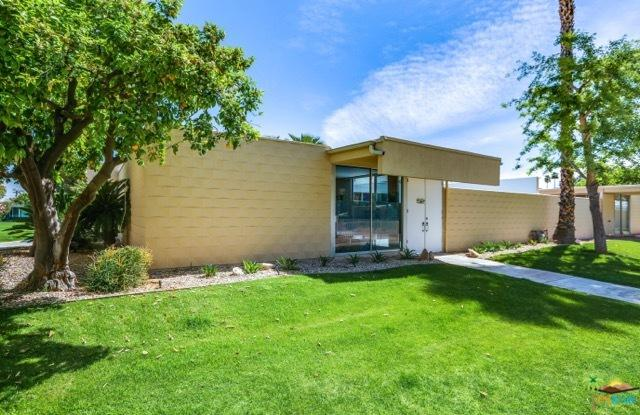 52 Lakeview Drive, Palm Springs, CA 92264 (MLS #19452002PS) :: Brad Schmett Real Estate Group