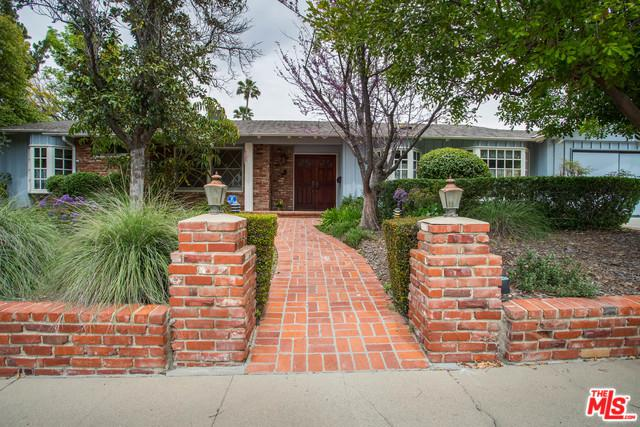 23015 Mulholland Drive, Woodland Hills, CA 91364 (MLS #19455152) :: The John Jay Group - Bennion Deville Homes