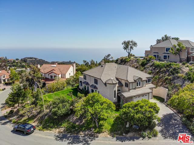 23472 W Moon Shadows Drive, Malibu, CA 90265 (MLS #19456268) :: The Jelmberg Team