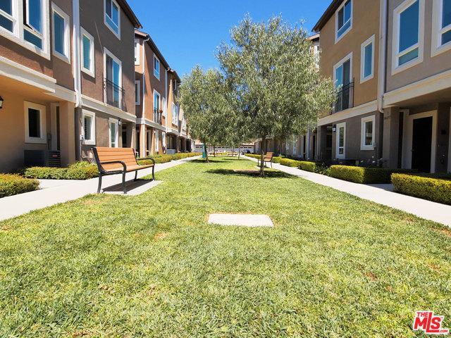 14717 Sherman Way 1/2, Van Nuys, CA 91405 (MLS #19456332) :: Hacienda Group Inc