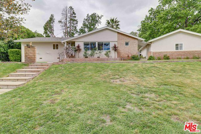 24833 Peachland Avenue, Newhall, CA 91321 (MLS #19456380) :: Hacienda Group Inc