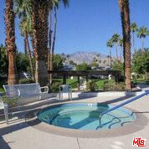 5301 E Waverly Drive #124, Palm Springs, CA 92264 (MLS #19458532) :: Brad Schmett Real Estate Group