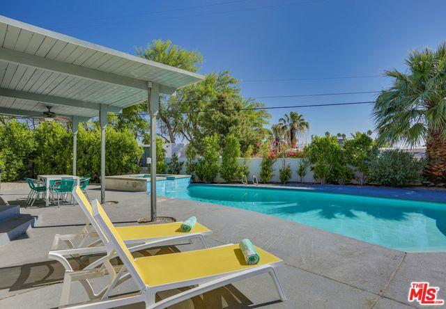2324 N Girasol Avenue, Palm Springs, CA 92262 (MLS #19461320) :: Hacienda Group Inc
