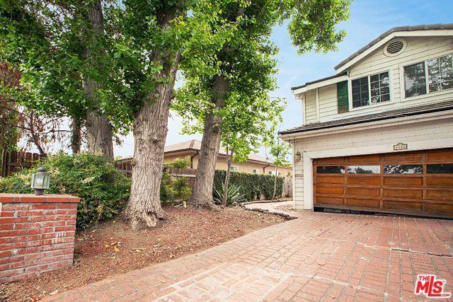 5252 Lennox Avenue, Sherman Oaks, CA 91401 (MLS #19461500) :: The Jelmberg Team