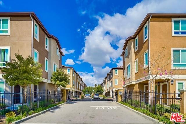 14715 Sherman Way, Van Nuys, CA 91405 (MLS #19464522) :: Hacienda Group Inc