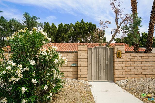 2750 E Venetia Road, Palm Springs, CA 92262 (MLS #19465606PS) :: Hacienda Group Inc