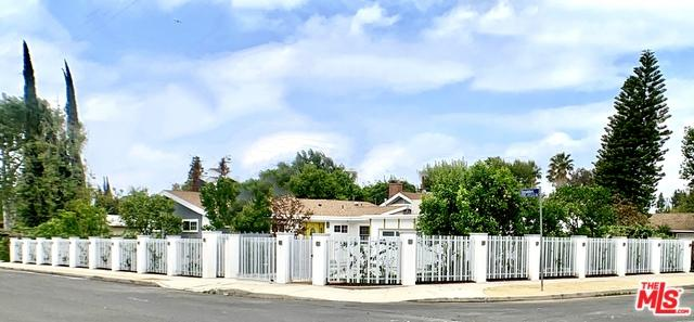 19123 Collins Street, Tarzana, CA 91356 (MLS #19465694) :: The Jelmberg Team