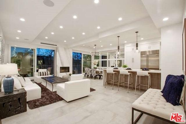 450 S Maple Drive #204, Beverly Hills, CA 90212 (MLS #19466994) :: Hacienda Group Inc