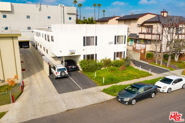 11807 Courtleigh Drive, Los Angeles (City), CA 90066 (MLS #19467354) :: The Jelmberg Team