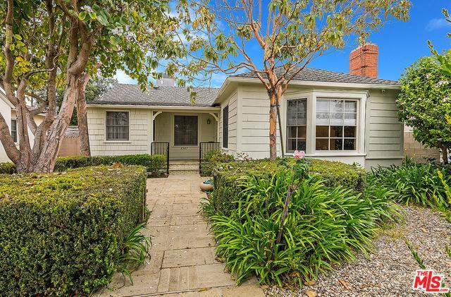 8347 Kenyon Avenue, Los Angeles (City), CA 90045 (MLS #19467838) :: The Jelmberg Team