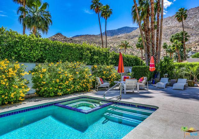 240 W Lilliana Drive, Palm Springs, CA 92264 (MLS #19468114PS) :: Bennion Deville Homes