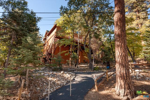 1449 Clubview Drive, Big Bear, CA 92315 (MLS #19468306PS) :: Bennion Deville Homes