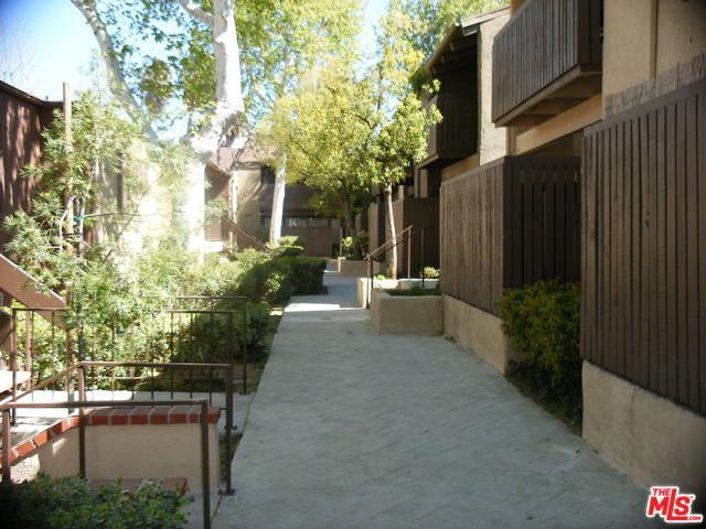 18350 Hatteras Street #171, Tarzana, CA 91356 (MLS #19468392) :: The Jelmberg Team