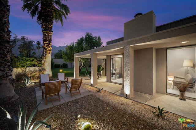 1857 S La Paloma Drive, Palm Springs, CA 92264 (MLS #19468928PS) :: The Jelmberg Team