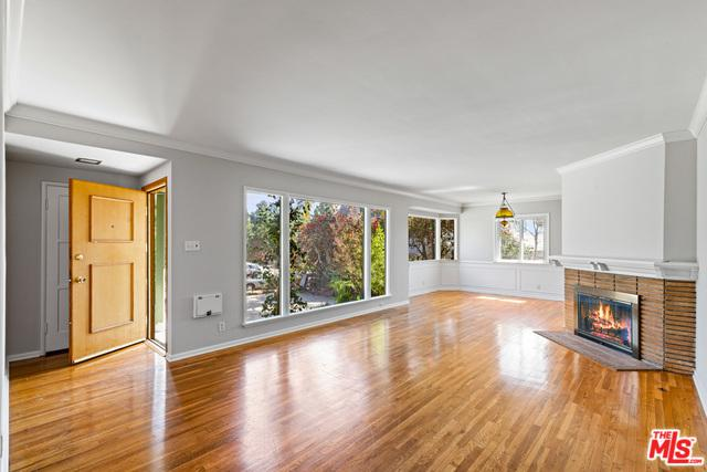 7324 W 88th Street, Los Angeles (City), CA 90045 (MLS #19468936) :: Bennion Deville Homes