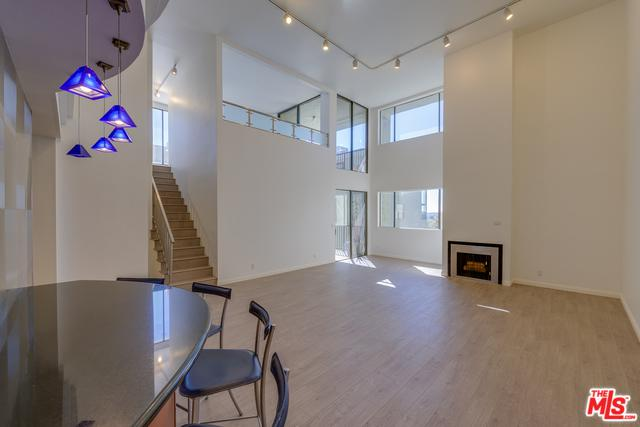 9000 Cynthia Street #406, West Hollywood, CA 90069 (MLS #19469190) :: The Jelmberg Team