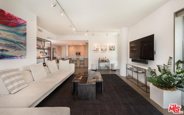 1755 Ocean Avenue #310, Santa Monica, CA 90401 (MLS #19469228) :: The Jelmberg Team