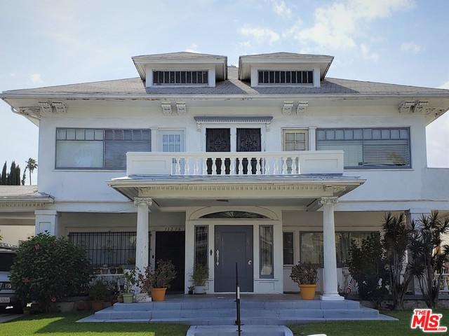 1127 4th Avenue, Los Angeles (City), CA 90019 (MLS #19469862) :: The Jelmberg Team