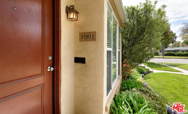 11909 Ocean Park, Los Angeles (City), CA 90064 (MLS #19473528) :: The John Jay Group - Bennion Deville Homes