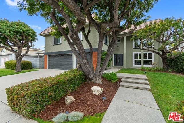 920 N Holly Glen Drive, Long Beach, CA 90815 (MLS #19473994) :: The John Jay Group - Bennion Deville Homes