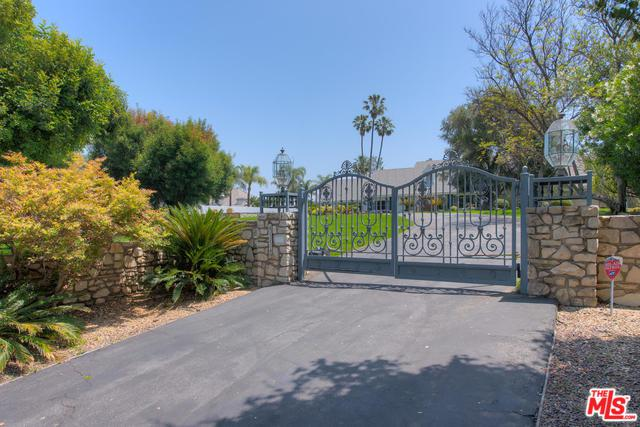 4554 Petit Avenue, Encino, CA 91436 (MLS #19474874) :: The John Jay Group - Bennion Deville Homes