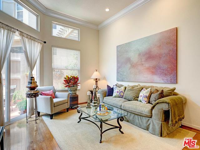 2032 S Barrington Avenue 3B, Los Angeles (City), CA 90025 (MLS #19475206) :: The John Jay Group - Bennion Deville Homes