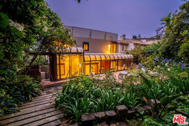 1344 Goucher Street, Pacific Palisades, CA 90272 (MLS #19475570) :: Desert Area Homes For Sale