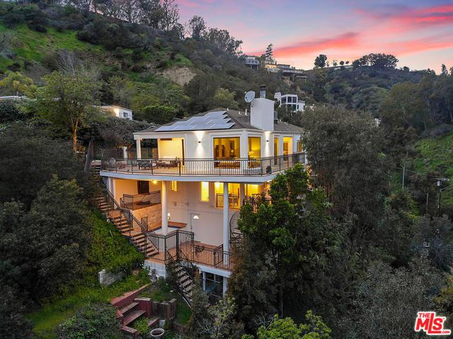 10208 Cielo Drive, Beverly Hills, CA 90210 (MLS #19476218) :: The John Jay Group - Bennion Deville Homes