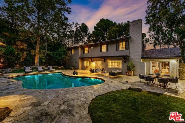 10966 Wrightwood Lane, Studio City, CA 91604 (MLS #19476710) :: The John Jay Group - Bennion Deville Homes