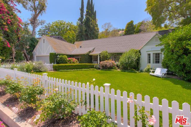 3827 Dixie Canyon Avenue, Sherman Oaks, CA 91423 (MLS #19476860) :: Desert Area Homes For Sale