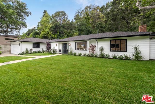 1075 Moraga Drive, Los Angeles (City), CA 90049 (MLS #19477044) :: The Jelmberg Team