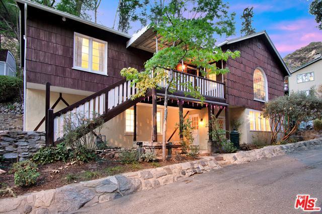 945 Country Club Drive, Burbank, CA 91501 (MLS #19477540) :: The Jelmberg Team