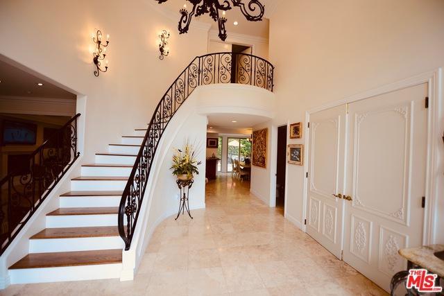 5063 Gaviota Avenue, Encino, CA 91436 (MLS #19477968) :: The John Jay Group - Bennion Deville Homes