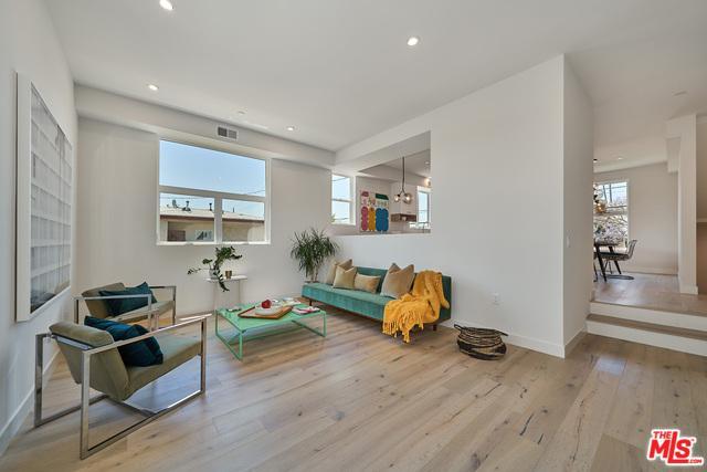 2927 S Cloverdale Avenue, Los Angeles (City), CA 90016 (MLS #19478256) :: The John Jay Group - Bennion Deville Homes