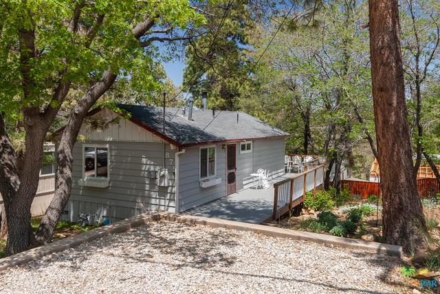 875 Santa Barbara Avenue, Sugarloaf, CA 92386 (MLS #19479824PS) :: The Jelmberg Team