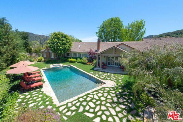 17620 Camino De Yatasto, Pacific Palisades, CA 90272 (MLS #19488194) :: Hacienda Group Inc